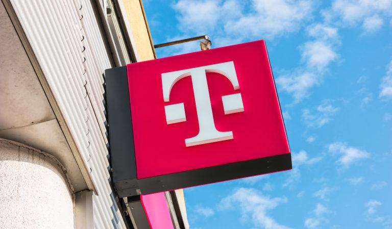 【アメリカ】T-Mobile、ネット環境にない生徒向けに無料Wi−FI提供。新型コロナで広がる教育格差に対応